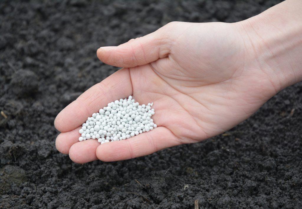 Fertilizing soil